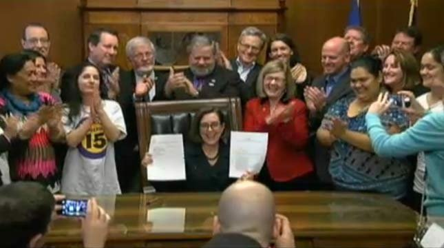 Oregon Gov. Kate Brown after signing a new minimum wage bill into law on Wednesday. (Image: www.oregonlegislature.gov)