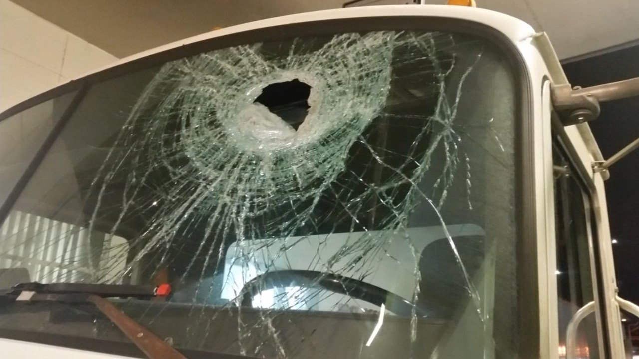 Damage done to the semi-truck window (KPTV)