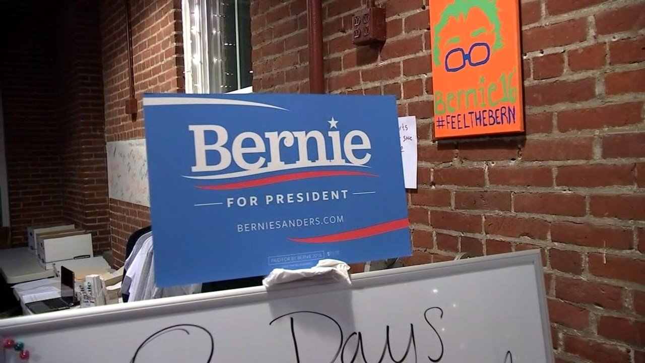 Volunteers in Vancouver met to preapre for Sunday's Bernie Sanders campaign visit. (KPTV)