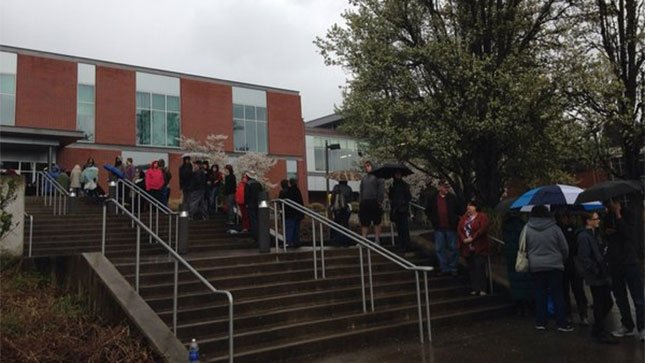 Crowds began lining up in the rain more than five hours before President Bill Clinton was set to speak at a rally for his wife and presidential candidate Hillary Clinton in Vancouver Monday. (Laura Rillos/KPTV)