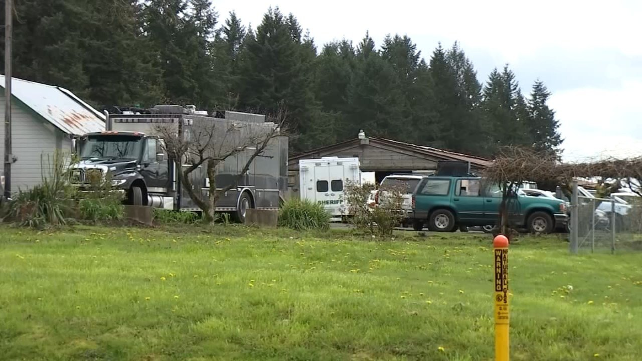SWAT teams surround home in Brush Prairie early Thursday morning. (KPTV)