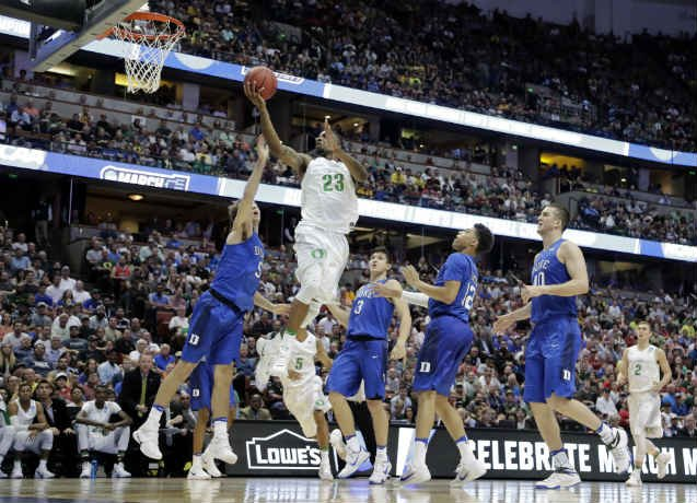 Oregon forward Elgin Cook (23) shoots over Duke guard Luke Kennard during the second half of an NCAA college basketball game in the regional semifinals of the NCAA Tournament, Thursday, March 24, 2016, in Anaheim, Calif. (AP Photo/Gregory Bull)