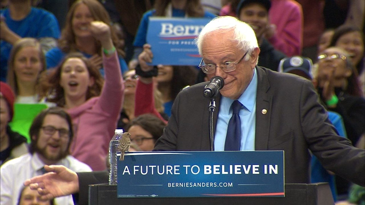 Sen. Bernie Sanders stopped his speech briefly when a bird landed on stage (Photo: KPTV)