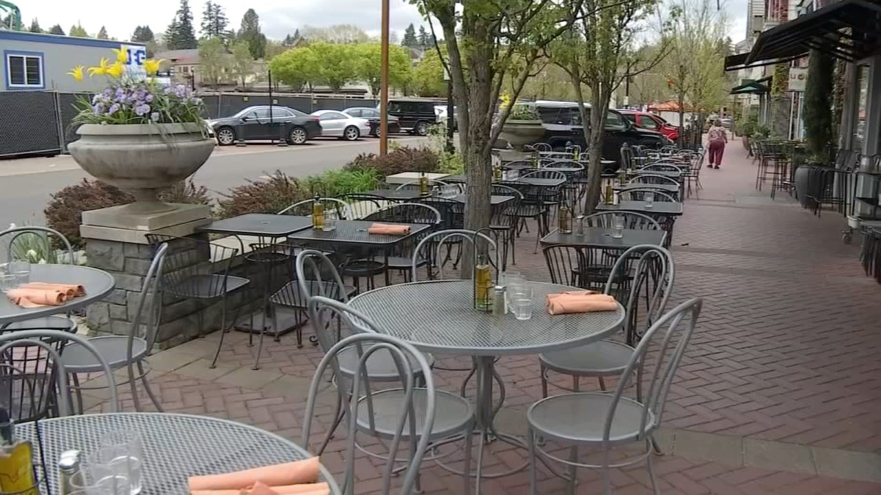 Many restaurants in Lake Oswego are preparing for large crowds to come downtown over the next two days as temperatures are expecting to top 80 degrees. (KPTV)
