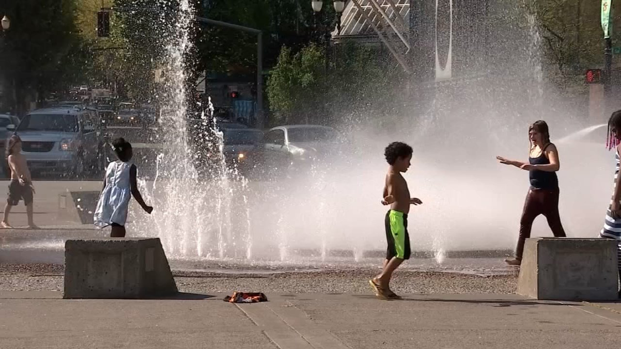 Families enjoyed Friday's record  weather by playing in the fountain at Waterfront Park. (KPTV)