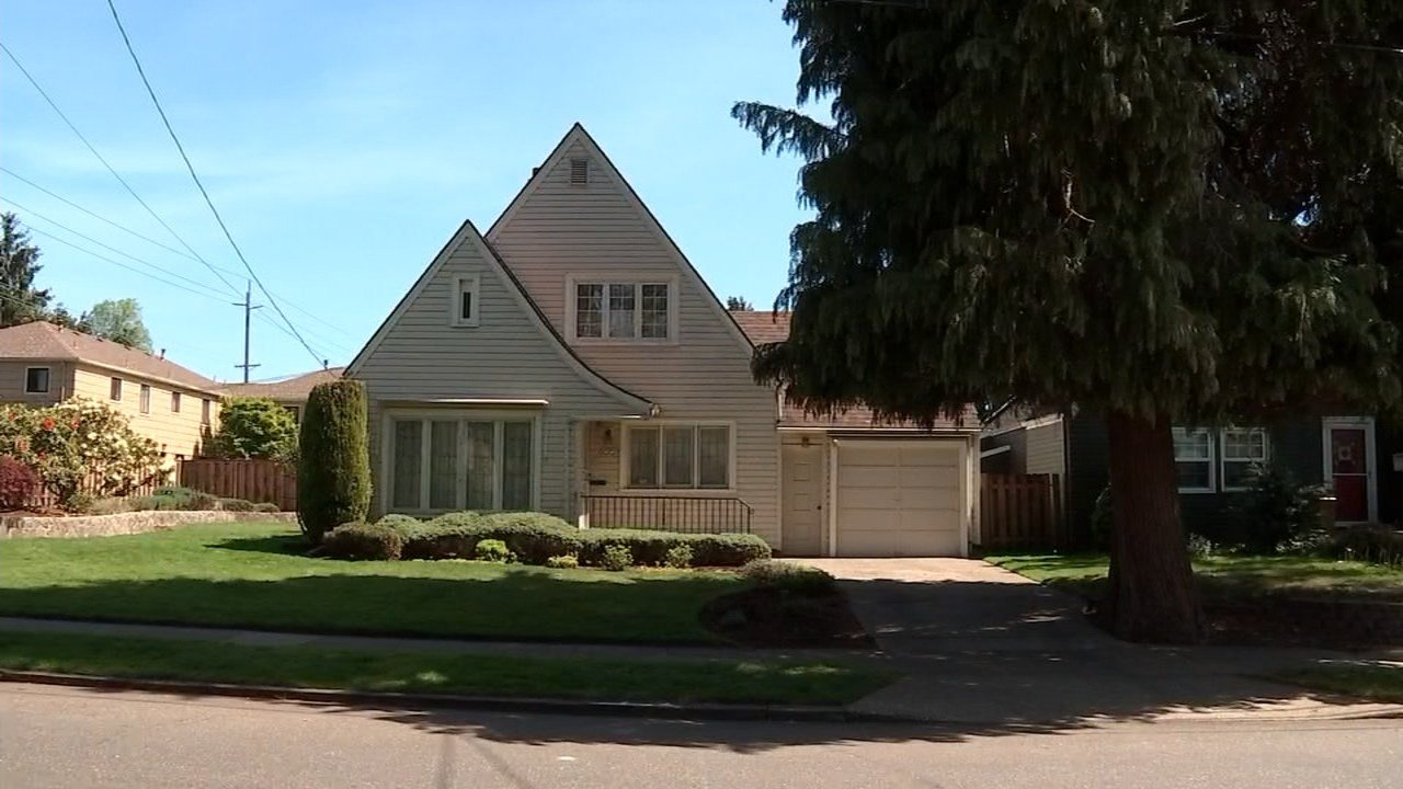Neighbors on Peacock Lane fear that a developer's plans for a property on the lane will ruin the historic neighborhood. (KPTV)