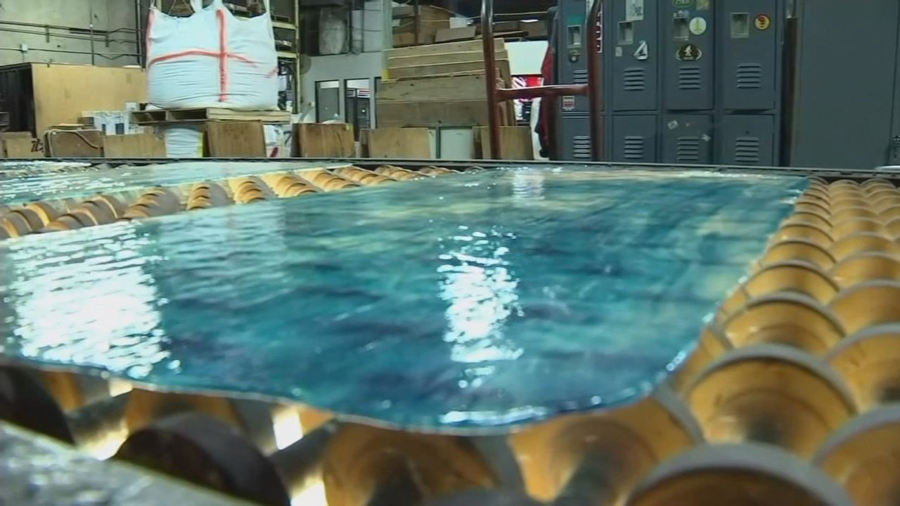 Oregon officials hope that new temporary rules approved Thursday will protect Portlanders from breathing toxic heavy metals used in glass making. (KPTV)