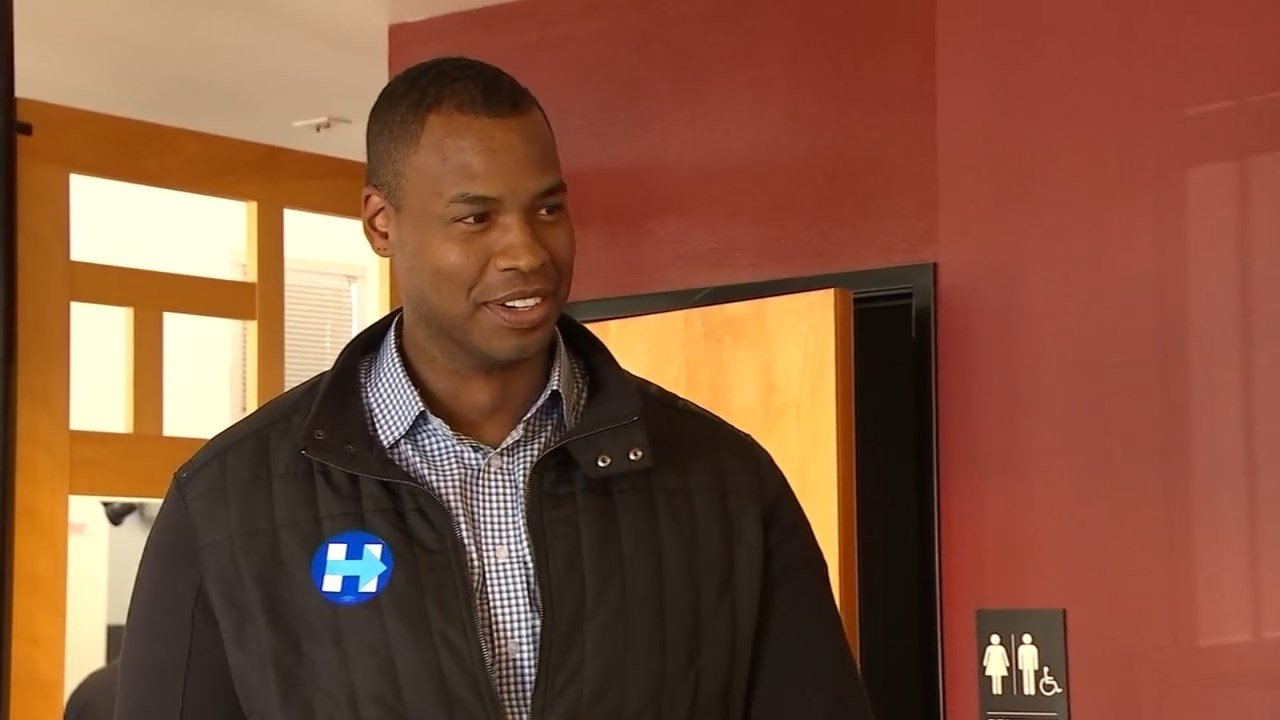 Former NBA player Jason Collins campaigned for Hillary Clinton in Portland on Friday. (Source: KPTV)
