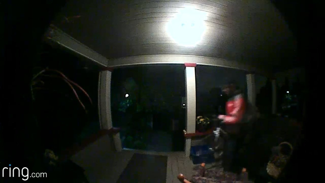Surveillance image: Oregon City PD (KPTV)