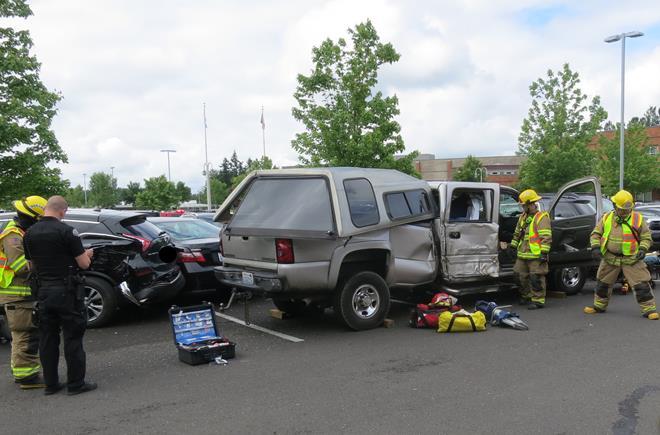 Pickup Truck Hits Garage Door Six Cars In Battle Ground Kptv Fox 12