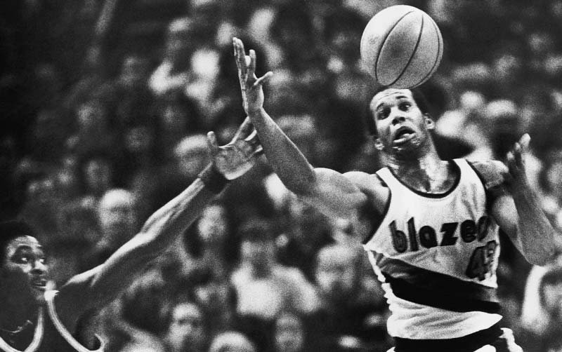 In this Dec. 25, 1979 file photo, Portland Trail Blazers forward Kermit Washington goes for a loose ball during an NBA game against the Golden State Warriors in Portland. Washington was arrested on a warrant Tuesday in Los Angeles. (AP Photo/Jack Smith)