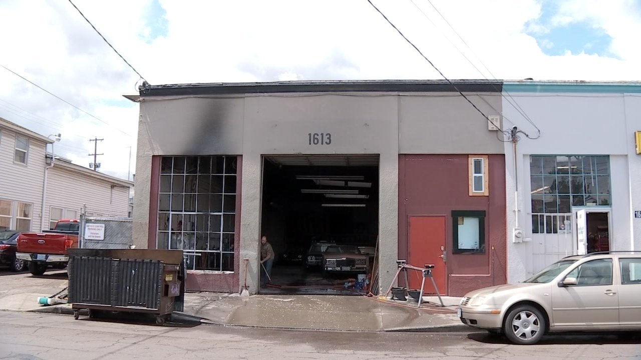 crews respond to fire at bright auto upholstery columbia south carolina. Black Bedroom Furniture Sets. Home Design Ideas