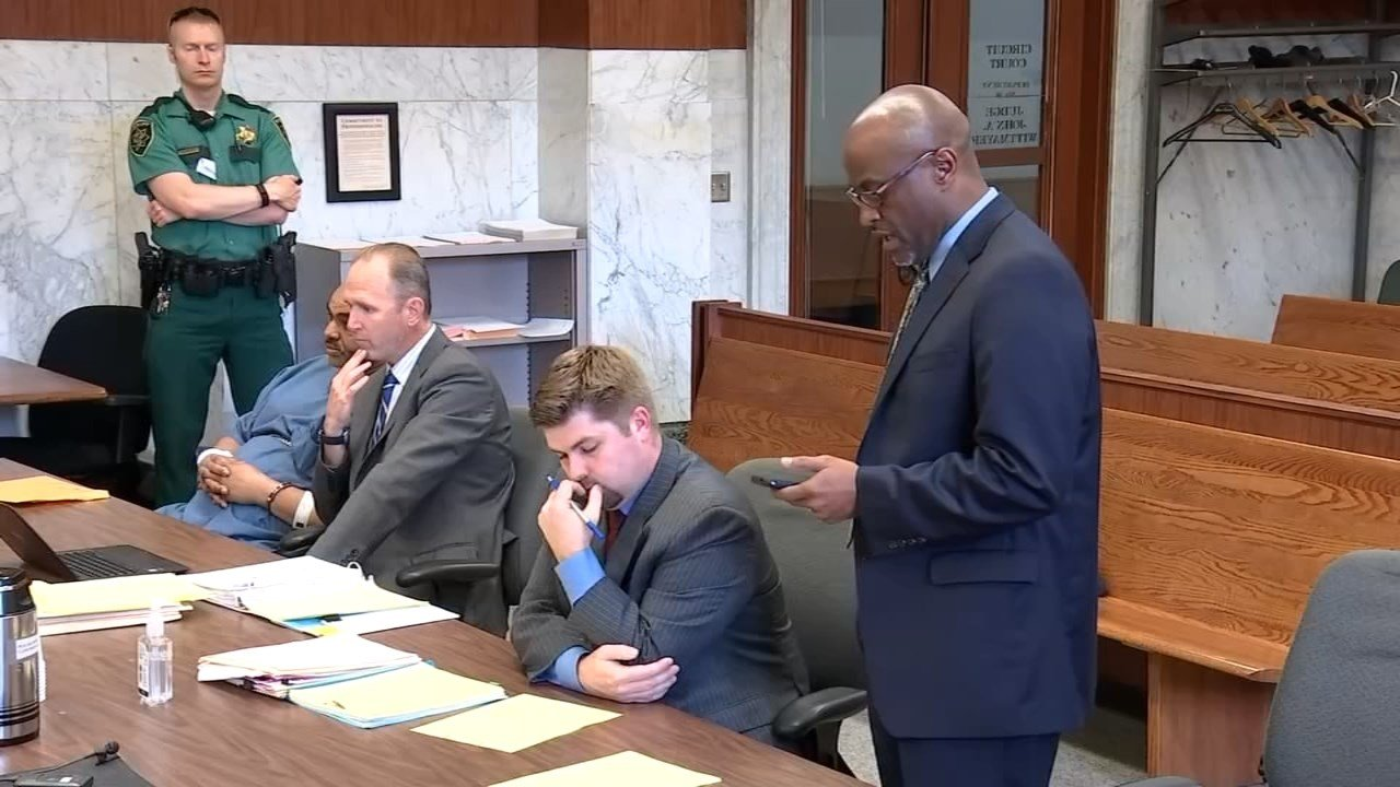 Arthur Palmer III's brother-in-law Gregory King reading a statement in court. (KPTV)
