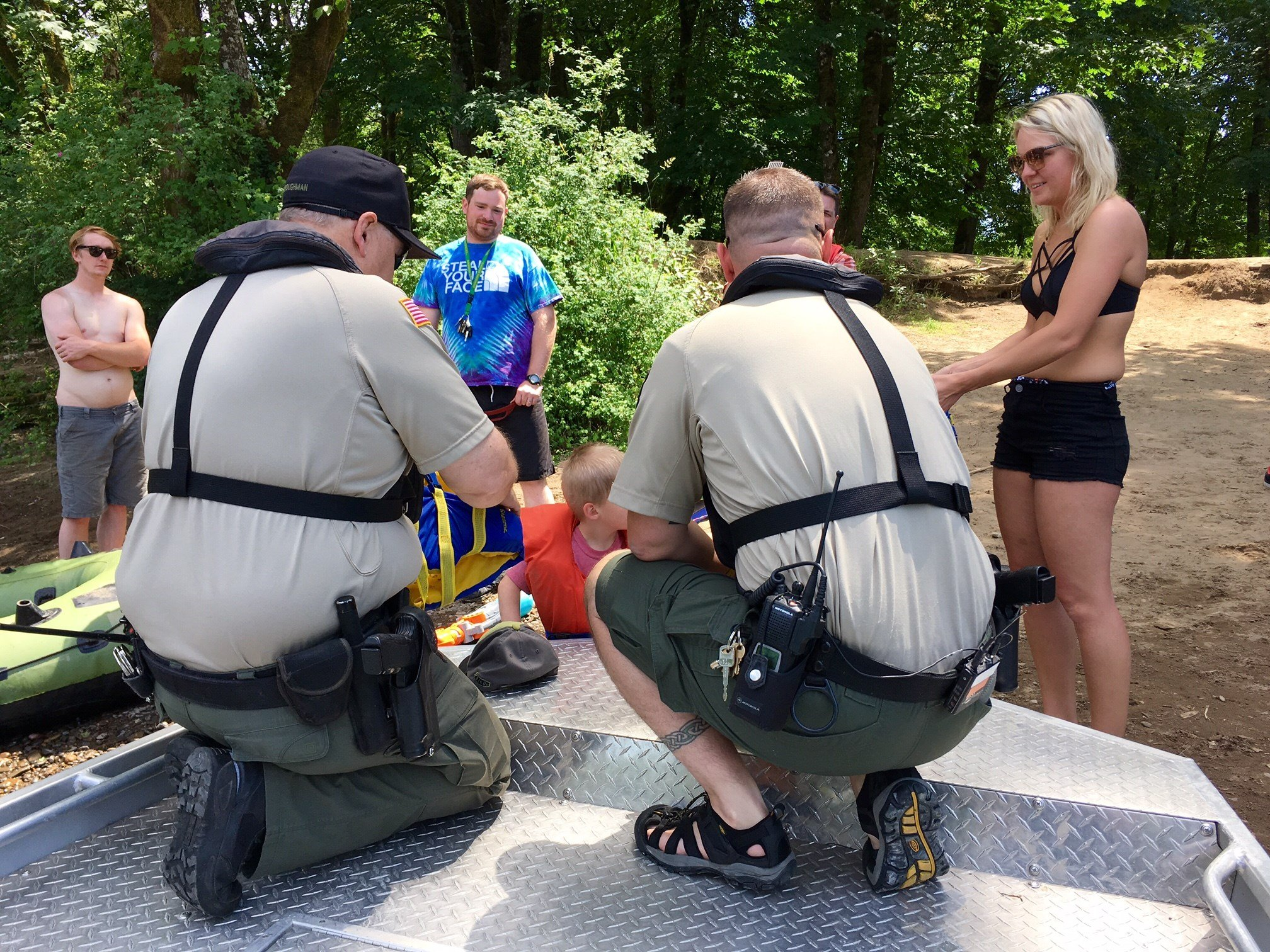 Members of the Clackamas County Sheriff's Marine Patrol Unit speaking with a family Monday. (Source: KPTV)