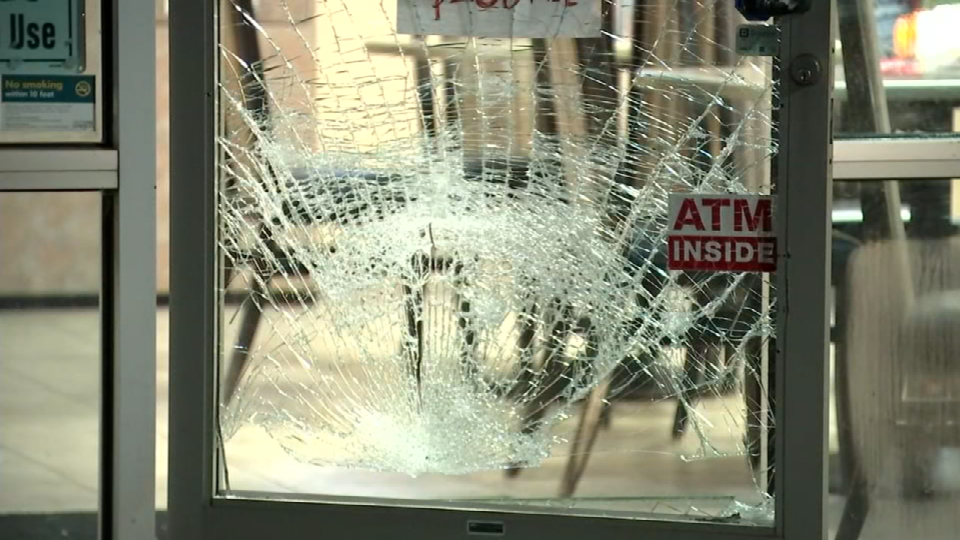 Smashed glass door at Sami's Deli in SE Portland. (Source: KPTV)