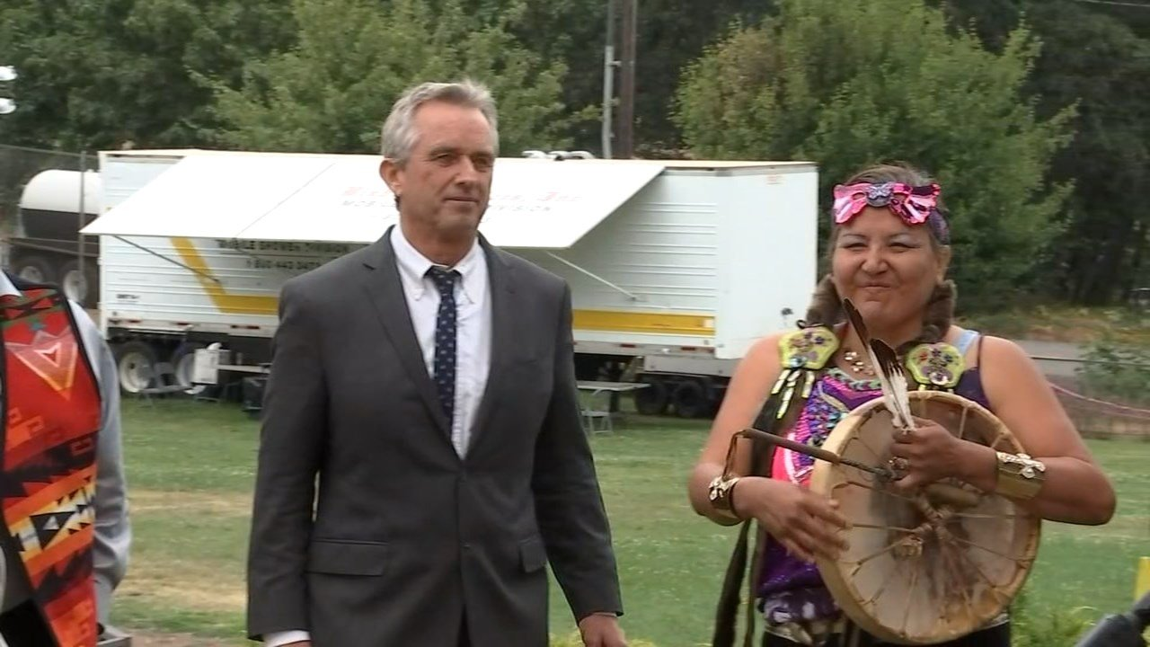 Leaders from several Washington and Oregon tribes were joined by Robert F. Kennedy Jr. to discuss the oil spill near Mosier Thursday. (KPTV)