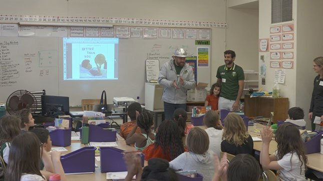 Timber Joey and Timbers midfielder Diego Valeri visited Vernon Elementary.