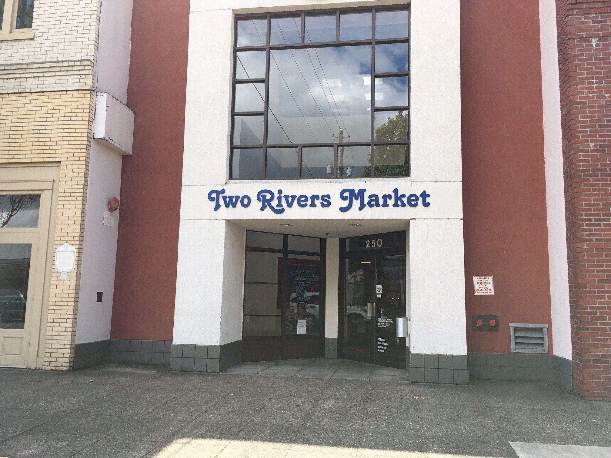 The Two Rivers Market in downtown Albany.