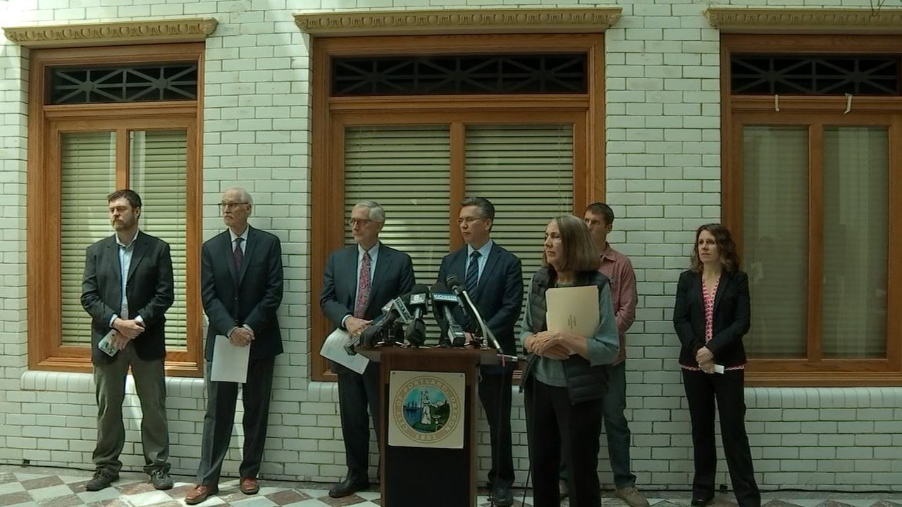 Area leaders, including Portland Mayor Charlie Hales and Multnomah County Chair Deborah Kafoury met at City Hall in Portland to urge Gov. Brown to ban oil-by-rail in Oregon. (KPTV)