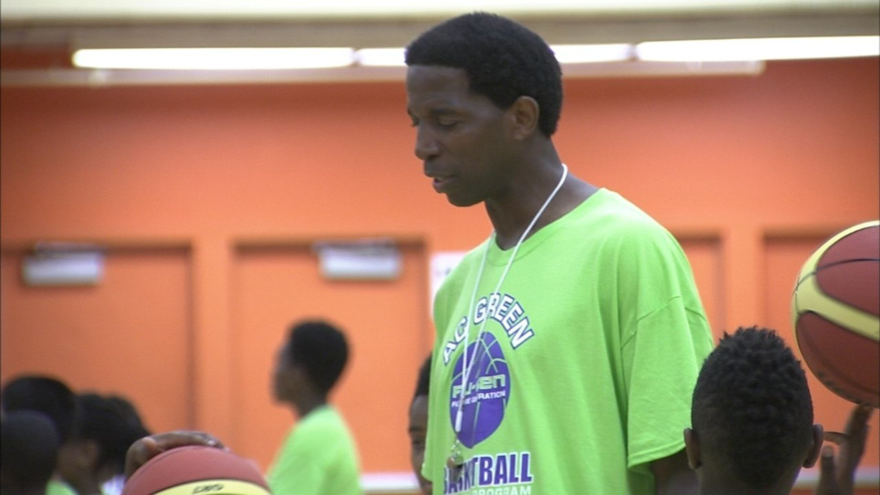 NBA All-Star and Portland native A.C. Green was teaching kindness and value, along with some basketball, at his Leadership Camp at Benson High School. (KPTV)