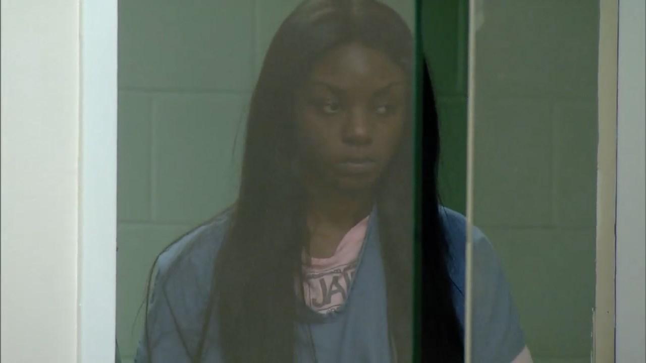 Rinita Lowe in court (KPTV)