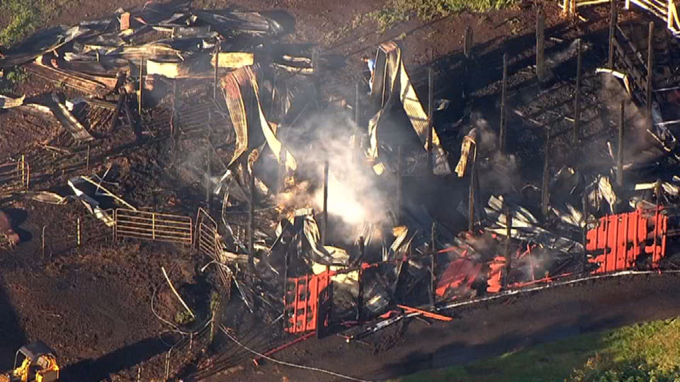Air 12 over Canby barn fire