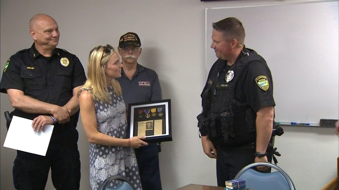 Lt. Col. Wilson's niece, Nancy, receiving the medals from the Gladstone Police Department. (KPTV)