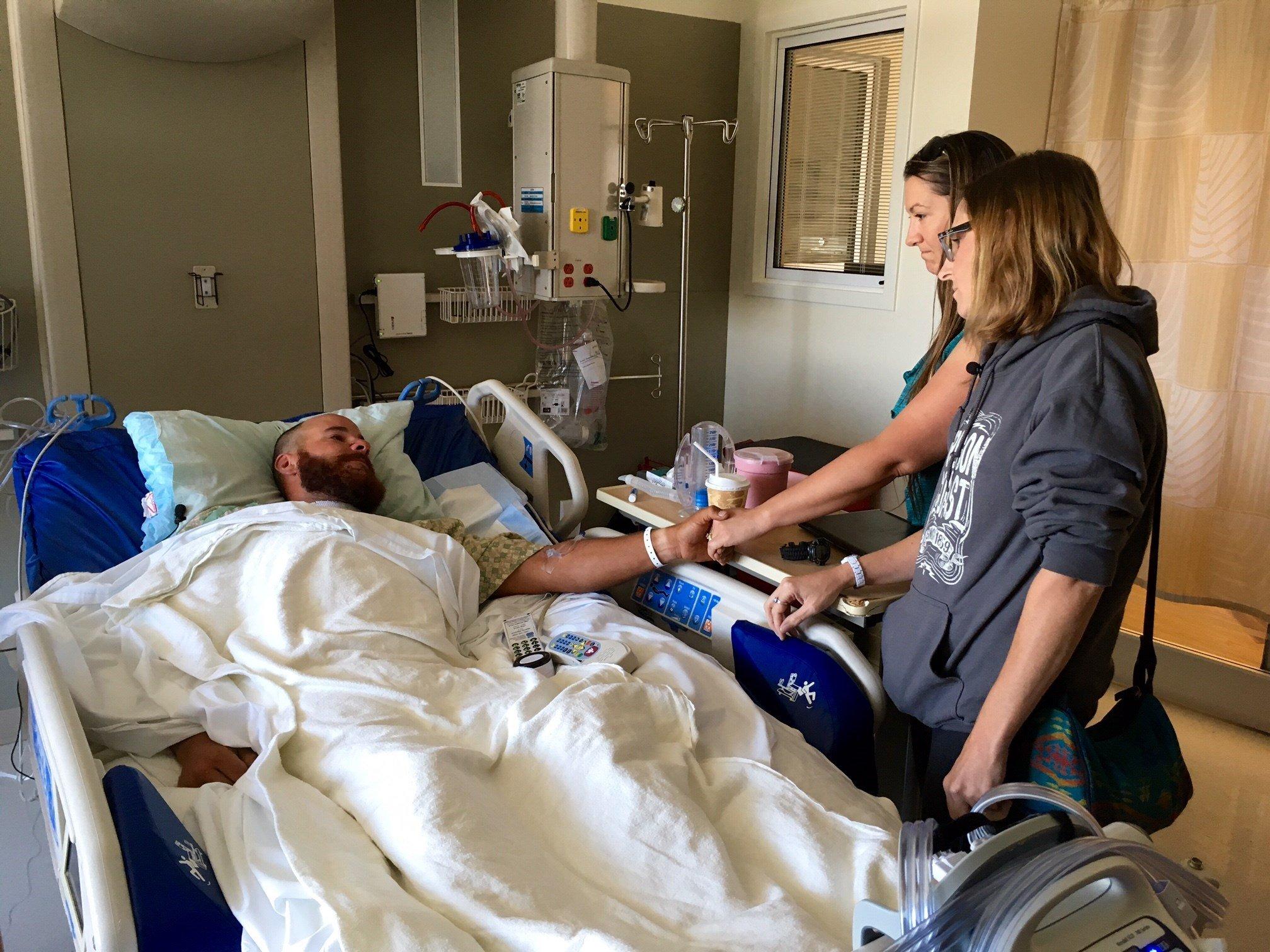 Scott Jensen, meeting his rescuers in his hospital room Wednesday. (Source: KPTV)