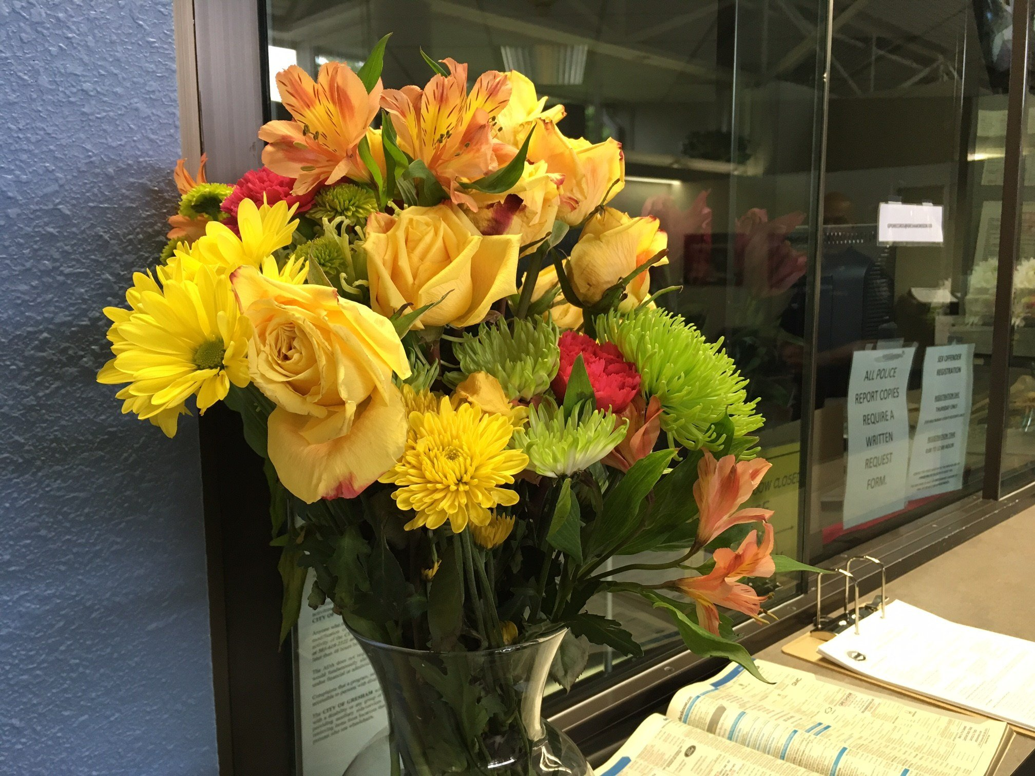 A bouquet of flowers brought in to Gresham PD. (KPTV)