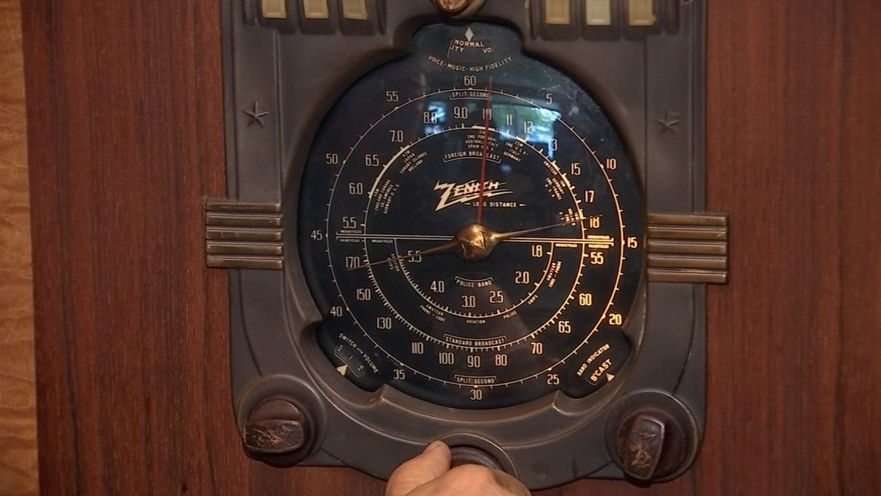 A vintage radio has been restored after surviving a Gresham house fire, and now two men are trying to return it to the family who had to give it up before going into a World War II internment camp. (KPTV)