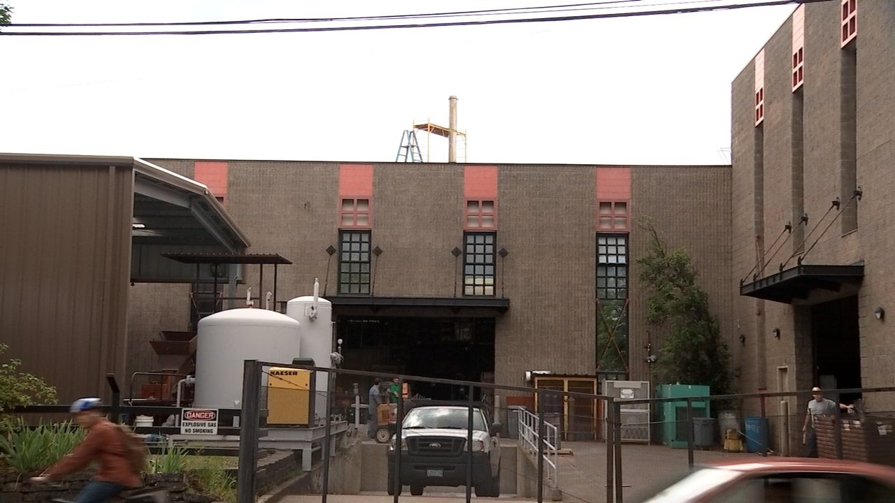 Bullseye Glass in SE Portland (KPTV)