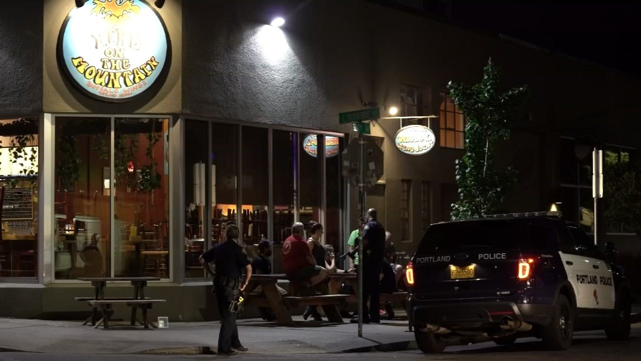 Police at the scene of an armed robbery at Fire on the Mountain in SE Portland. (Photo: KPTV)