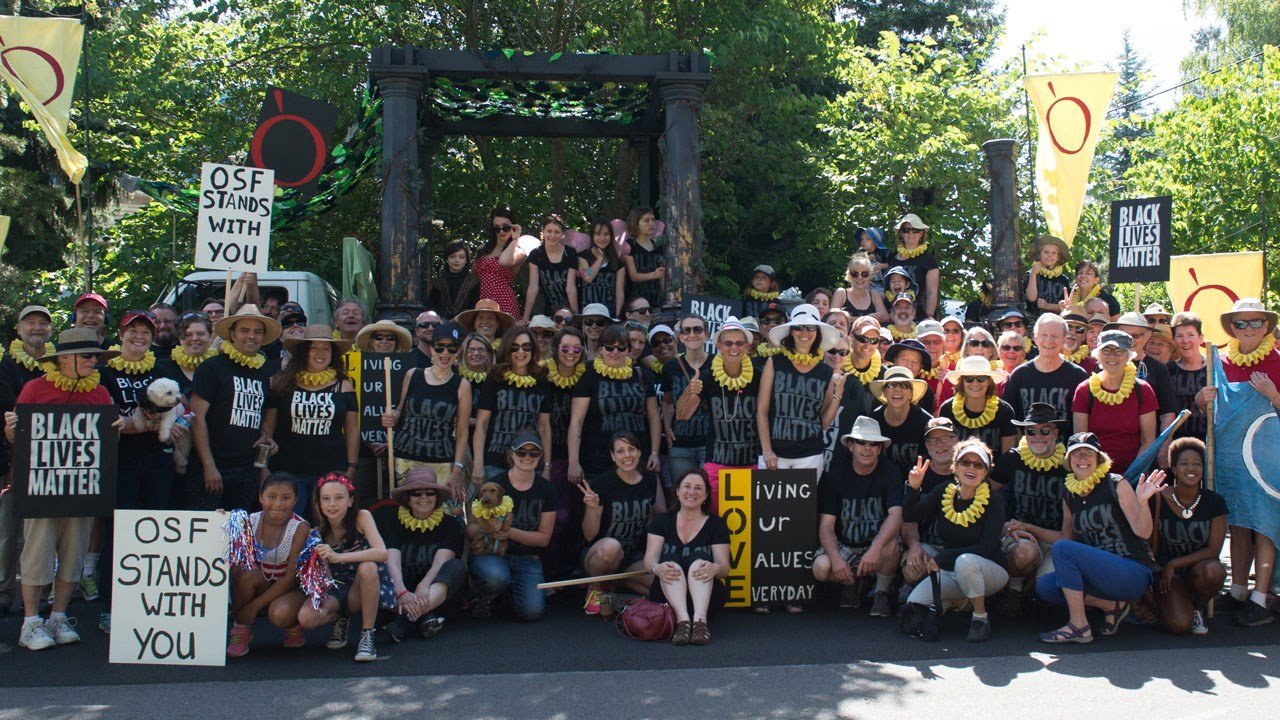 OSF company and community members prepare to march in the 2016 Ashland 4th of July Parade. (Photo by Jenny Graham/Oregon Shakespeare Festival)