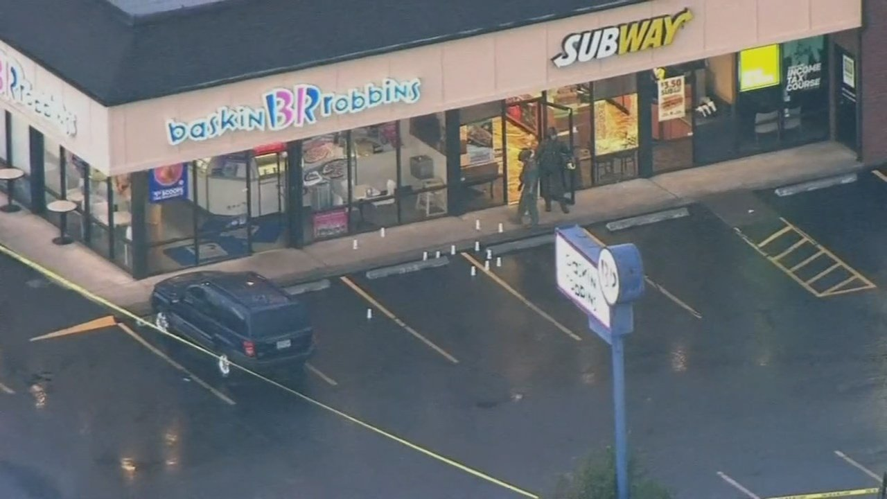 Shooting and hostage scene Monday night in Gladstone. (Source: KPTV)