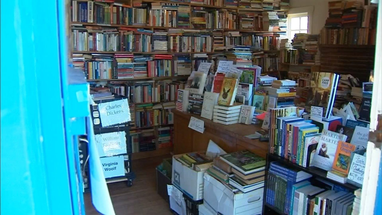 Wallace Books was one of three businesses Portland police say that Hilary Bishop robbed over the last 10 days before being arrested Monday. (KPTV)