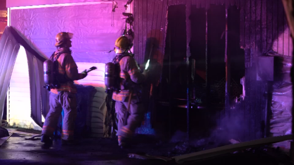 Crews battle garage fire in Southeast Portland (KPTV)