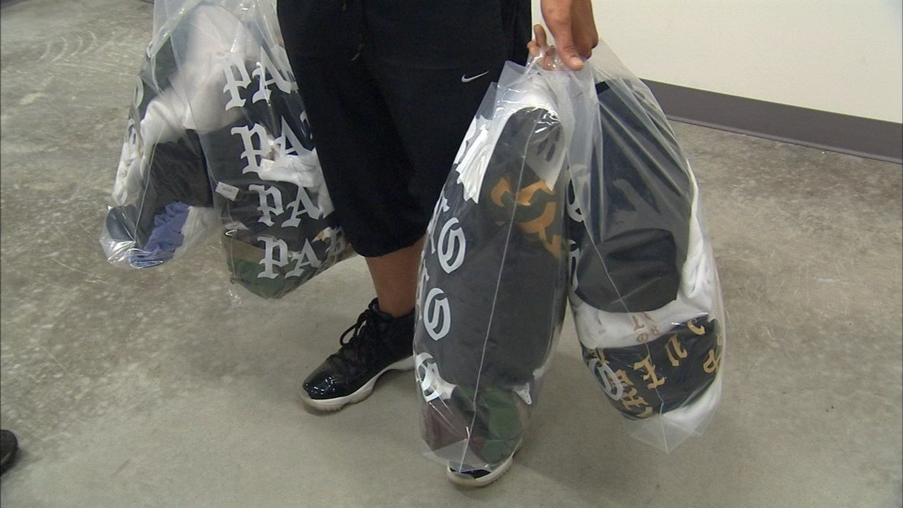 Customers at Kanye West's clothing pop-up shop at the Clackamas Town Center. (Source: KPTV)