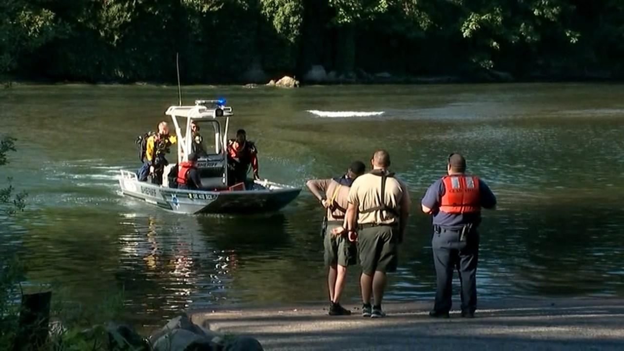 Rescuers return to shore at Carver Park (KPTV)