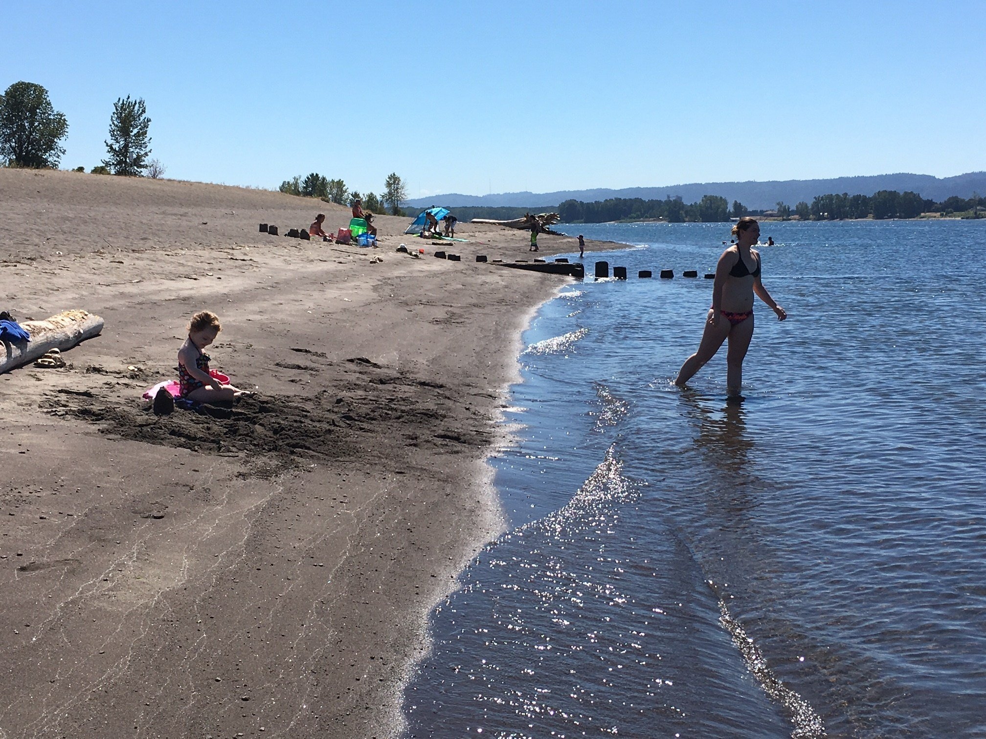 People enjoying the Columbia River at Frenchman's Bar northwest of Vancouver.