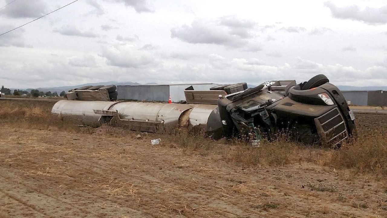 Linn County Sheriff's deputies said there is no concern about a risk to the public after a tanker carrying sulfuric acid ran off the road and came to a rest on its side near Halsey Thursday. (Linn Co. Sheriff's Office)
