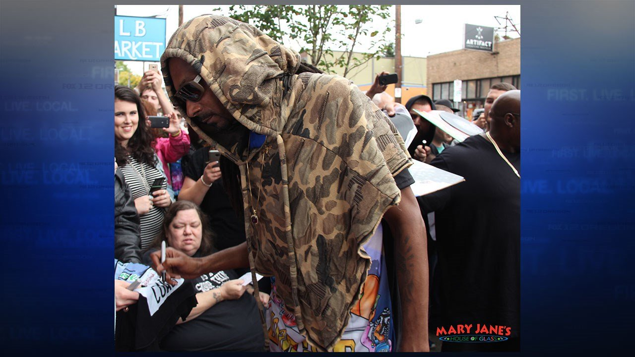 Snoop Dogg signed autographs and shopped with fans at Mary Jane's House of Glass in Portland Thursday. (Mike Emmons, Mary Jane's House of Glass)