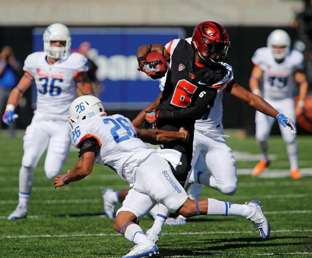 Oregon State's Victor Bolden Jr. (6) makes his way past Boise State defenders on a kick return in the first half of an NCAA college football game in Corvallis, Ore., on Saturday, Sept. 24, 2016. (AP Photo/Timothy J. Gonzalez)