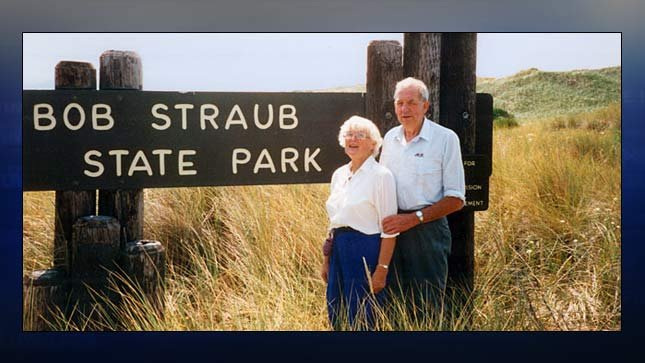 Bob Straub and his wife, Pat, at the state park in Pacific City named in his honor. (Western Oregon University Archives, Robert W. Straub Collection, bluebook.state.or.us)