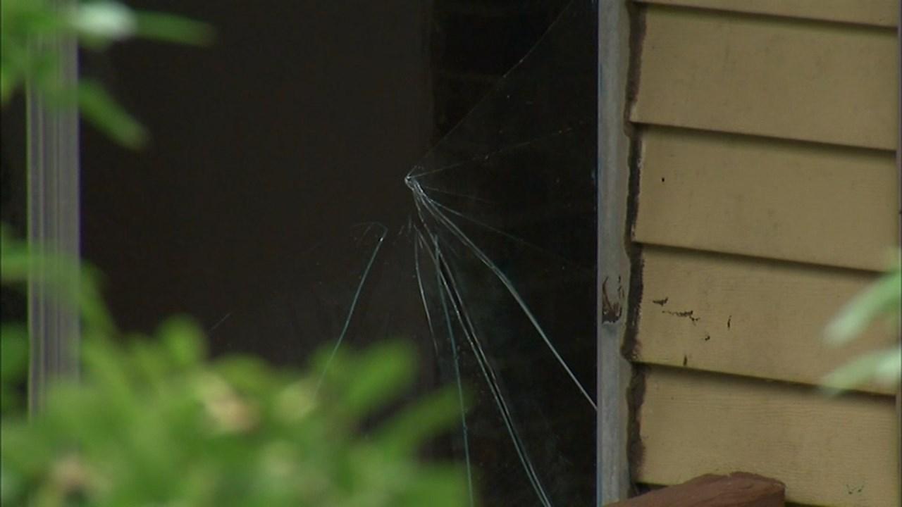 Broken window at scene of deadly stabbing in Gresham. (KPTV)