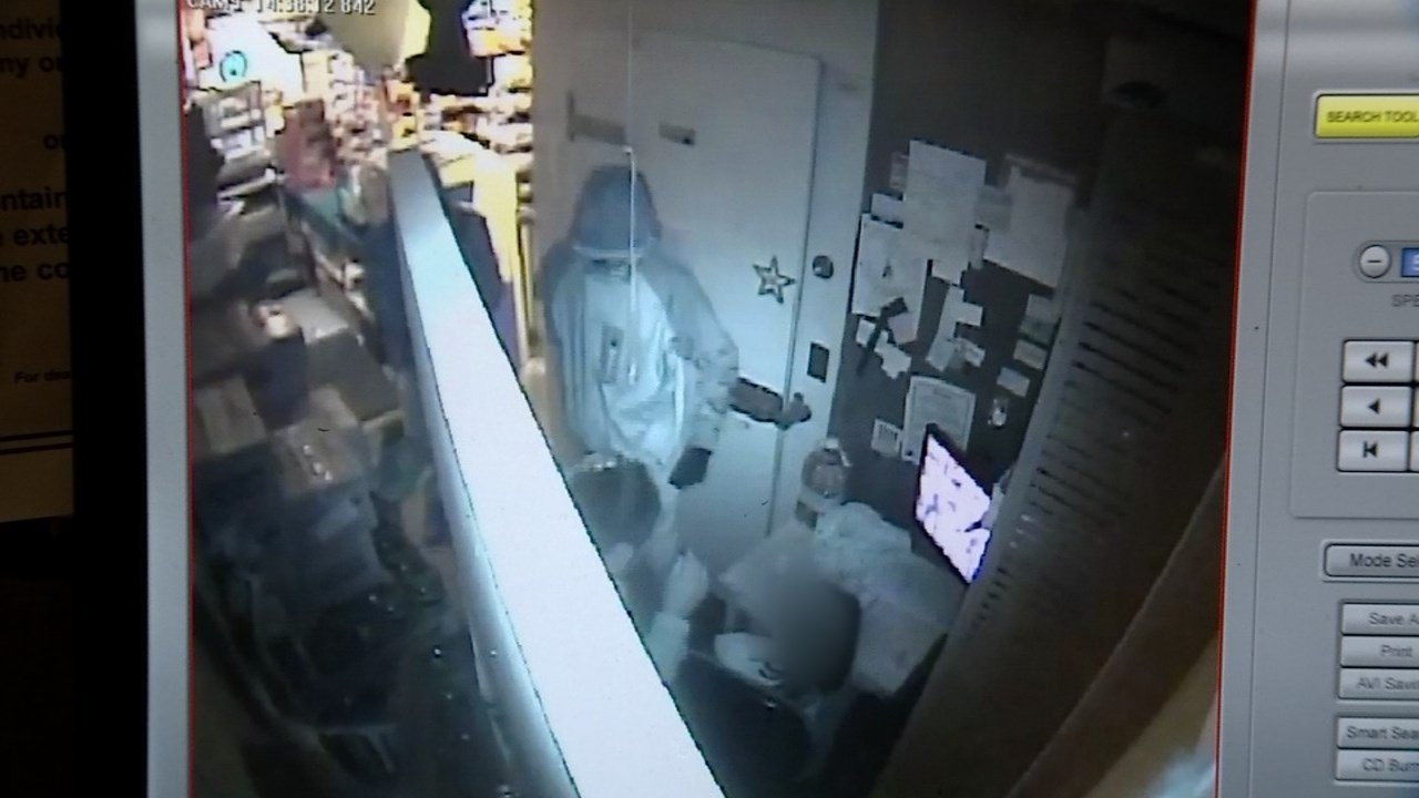 Surveillance image of the attack in front of the clerk's five-year-old daughter (Portland Police Bureau)