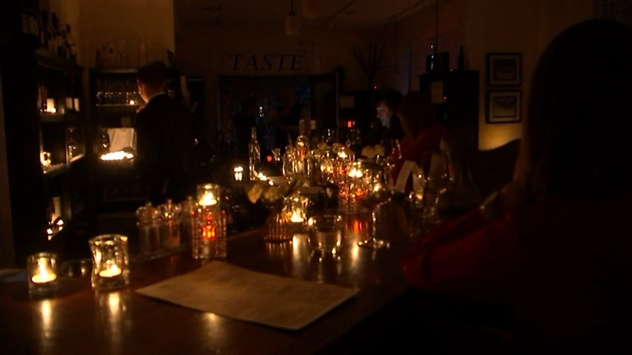 Patrons at Taste enjoying drinks by candlelight after the natural gas explosion that rocked northwest Portland (KPTV)