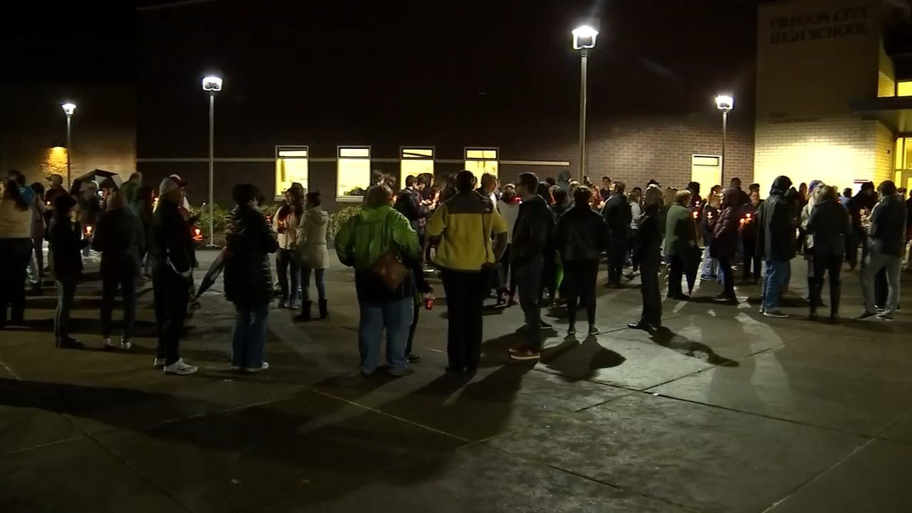 Crowd gathered outside Oregon City High School for a candlelight vigil Thursday night (KPTV)
