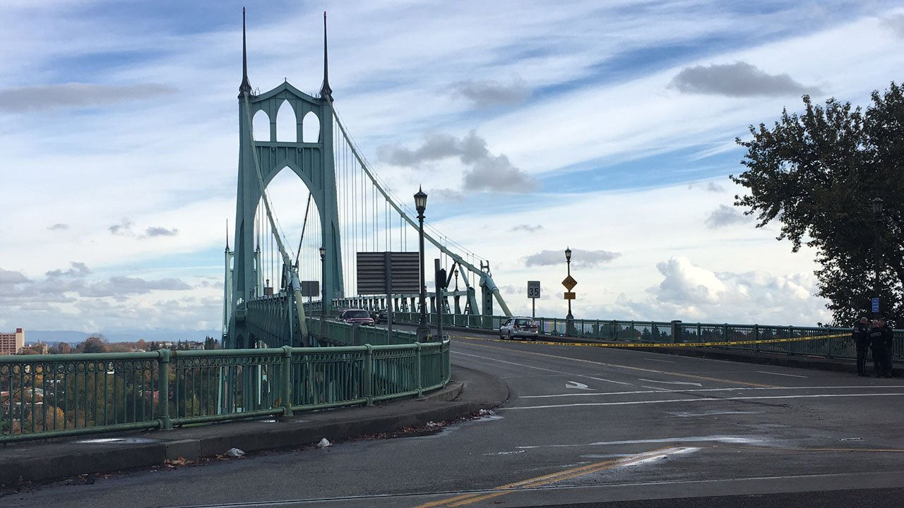 PPB investigators have closed access to the St. Johns Bridge following a crash between a bicyclist and a vehicle that left the man on the bicycle dead. (KPTV)