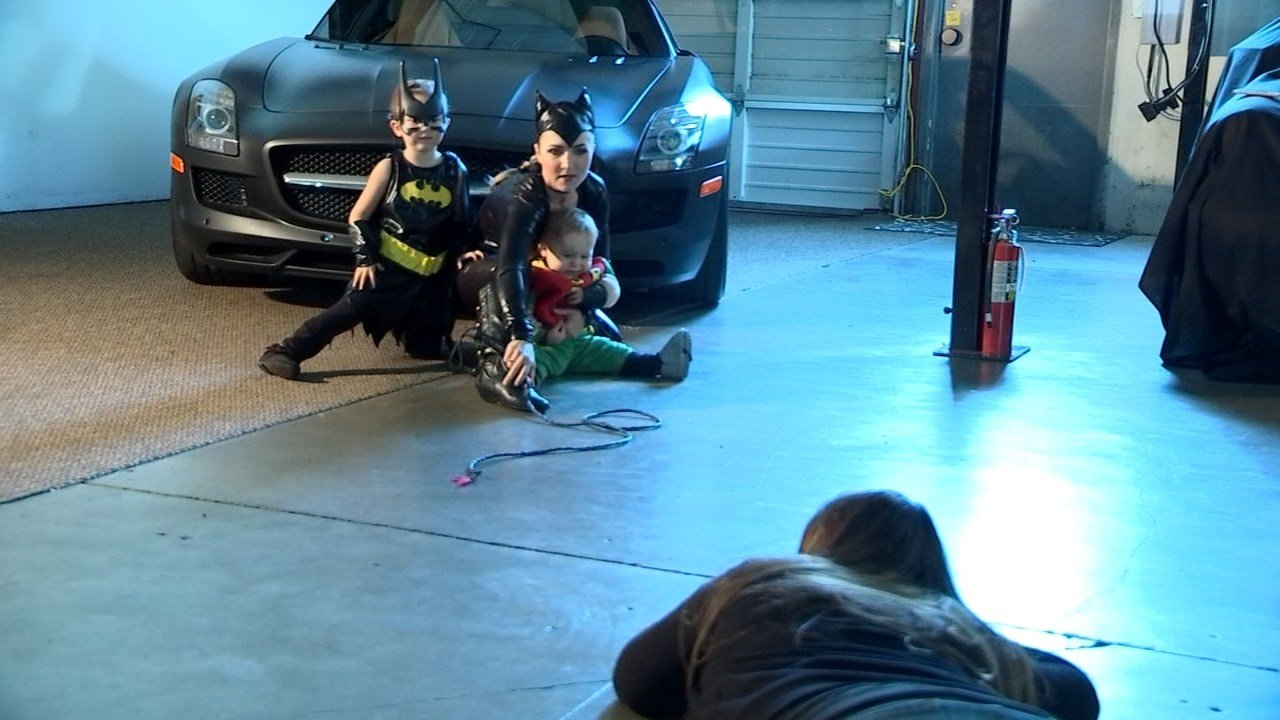 Just a month after Elisha Bennett and her two children were involved in a horrible traffic incident, a local non-profit group gave them a chance to get back to normal, dressing up as superheroes for Halloween pictures. (KPTV)