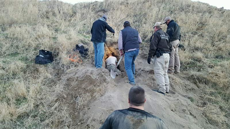 Law enforcement working to remove suspect from badger hole in eastern Oregon. (Photo: Oregon State Police)
